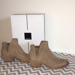 Dolce Vita Zabi Lt Taupe Nubuck Boots